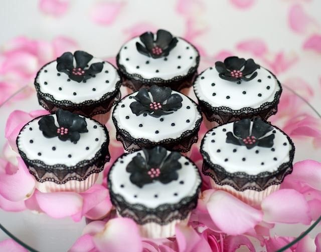VintageBlack Lace, Bespoke Cake, Vintage Pink, Black And White, Vintage Cupcakes, Planets Cake, Beautiful Cake, Cups Cake, Beautiful Bespoke