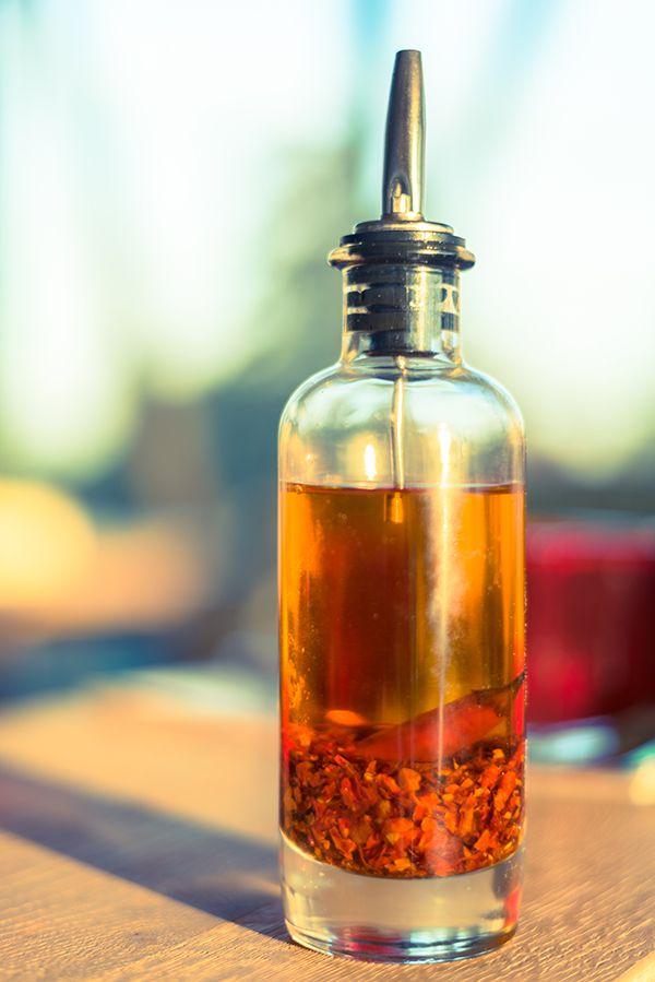 U kunt de chilivlokken voor de chili olie ook zelf maken. Klik hier >>> voor het recept.