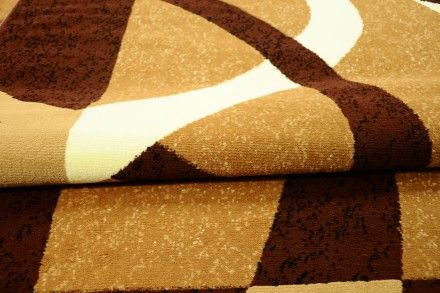 Dywan tradycyjny Droga brąz. Piękny i popularny dywan w kolorze brązowo-beżowym z motywem zaokrąglonych wstęg.