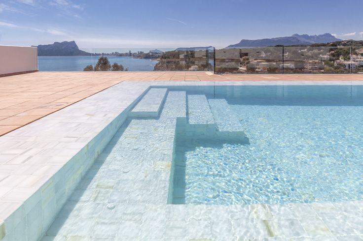 Best 25 escalera piscina ideas on pinterest escaleras for Diseno de piscinas