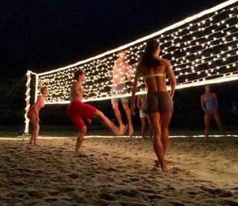S'avonds verder volleyballen goed idee!