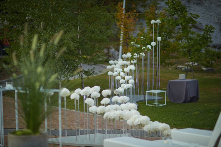 Grey, green and black minimalistic wedding decor set in modern 4-star hotel - POZIOM 511 Design Hotel & SPA, Poland by artsize.pl