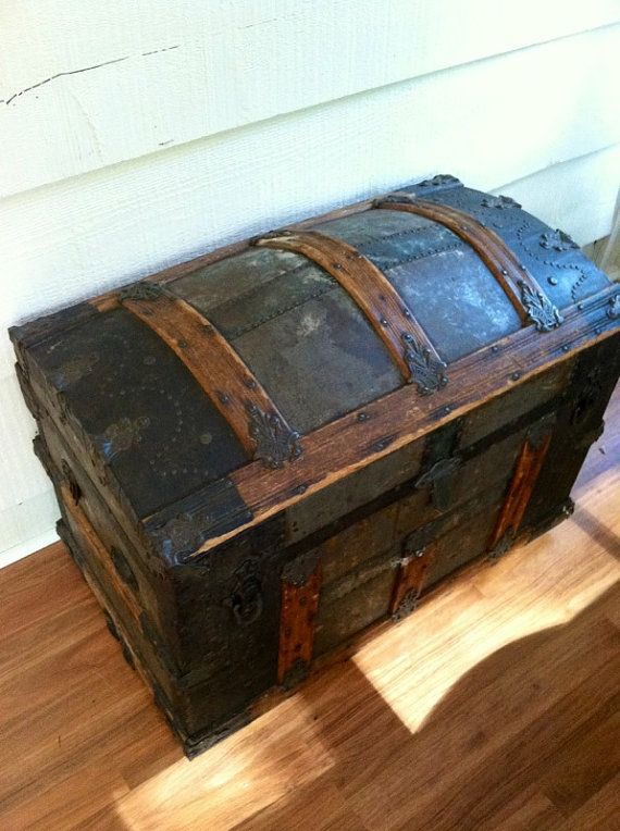 Large Vintage Trunk Storage Coffee Table End Table