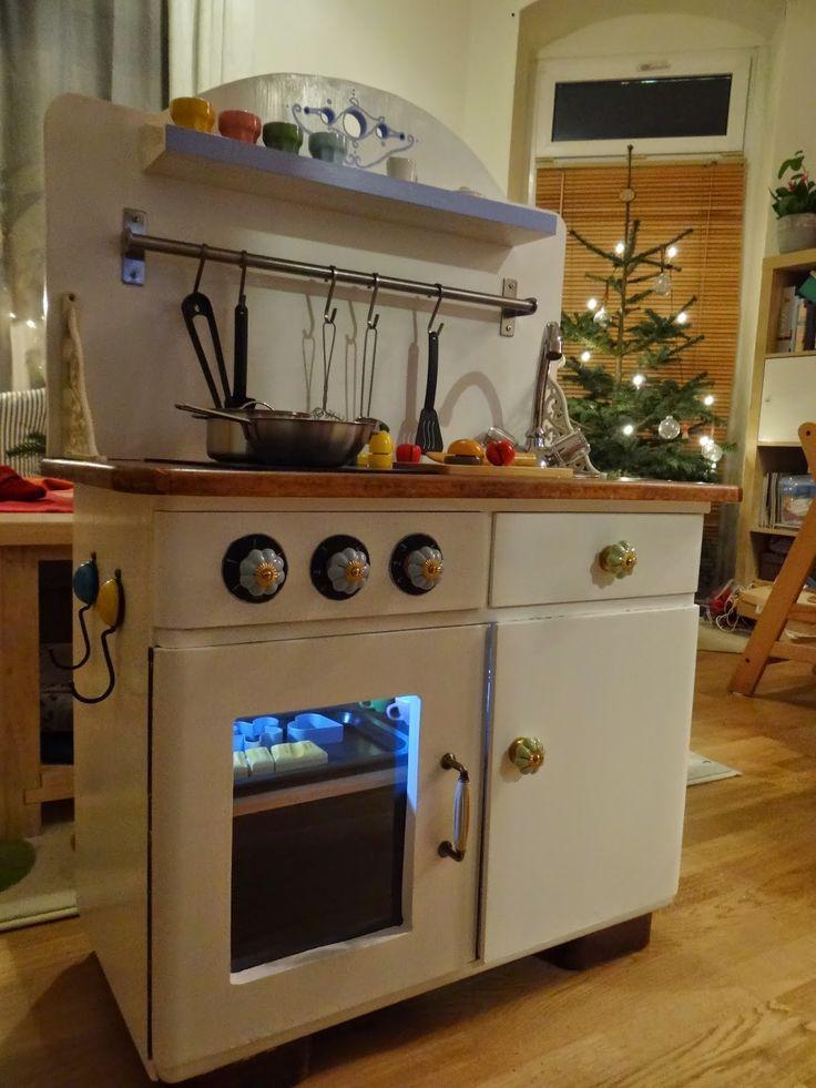 Aus einer alten Kommode oder einem Nachttisch könnte man eine tolle Kinderküche machen.   #spielküche #kinderküche #diy #upcycling