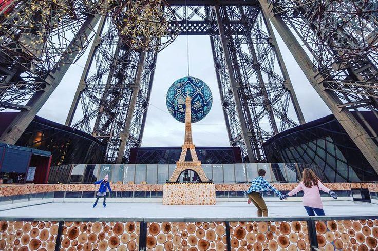 A pista de Patinação da Torre Eiffel está de volta de 1 de Dezembro de 2015 à 31 de Janeiro de 2016. Os parisienses e turistas poderão desfrutar de seus 190m2 à 57 metros de altura (1º andar da Torre). De 9 a 23 de dezembro entretenimento excelente e gratuito esperam por você.  Horário: 10h30-22h30 todos os dias no inverno.  Torre Eiffel Preços:  9 adultos;  75 12-24 anos;  45 4-11 anos; -4 anos gratuito.  Bilhetes Escadas:  5 adultos; acesso 12-24 anos  4;  35 4-11 anos; -4 anos gratuito…