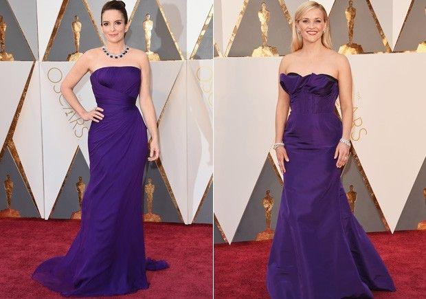 Tina Fey e Reese Witherspoon: as duas foram com vestidos bem parecidos, longos em tom de uva (Foto: Divulgação)