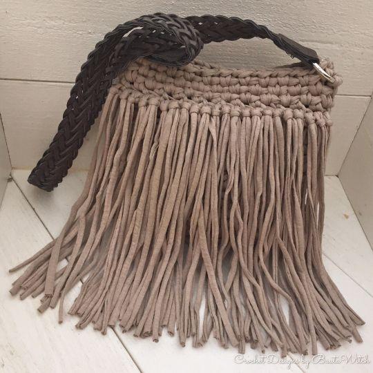 Bohoinspirerad väska med fransar i Hoooked Spagetti by BautaWitch. Gratis mönster i bloggen: http://BautaWitch.se