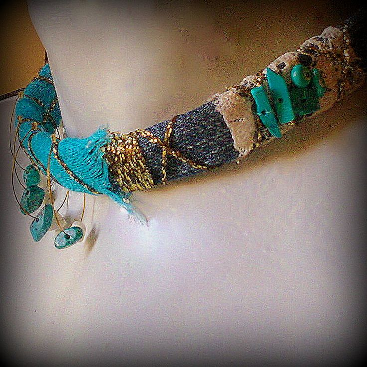 Short necklace with fabrik (denim, lace, cotton), yarn and turquoise chips/KINZ jewelry