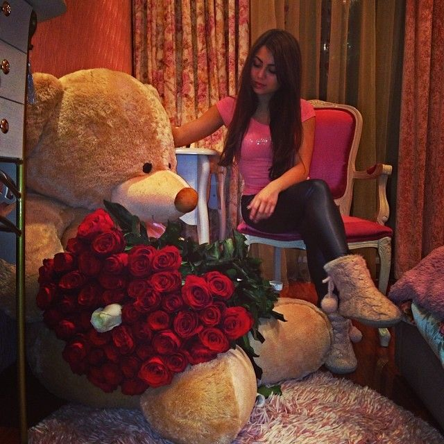 Roses Valentine S Day With Stuff Toys : Best ideas about big teddy bear on pinterest