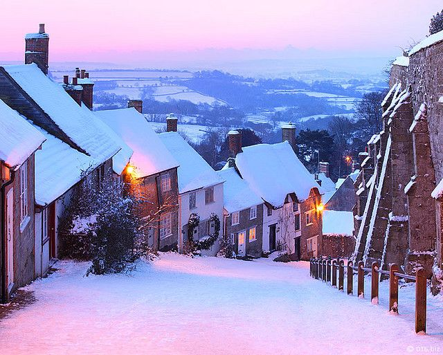 Dorset: snow at gold hill