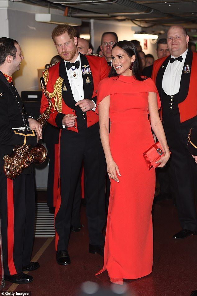 Pictured The Royal Couple Met With Band Members Before The Performance Backstage In 2020 Matching Red Outfit Prince Harry Prince Harry And Meghan
