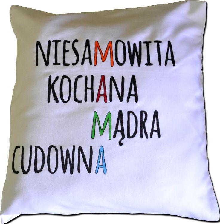 """Poduszka ręcznie malowana specjalnymi farbami do tkanin. Motyw: """"MAMA"""" ukryta w słowach. Idealny prezent z okazji Dnia Matki"""