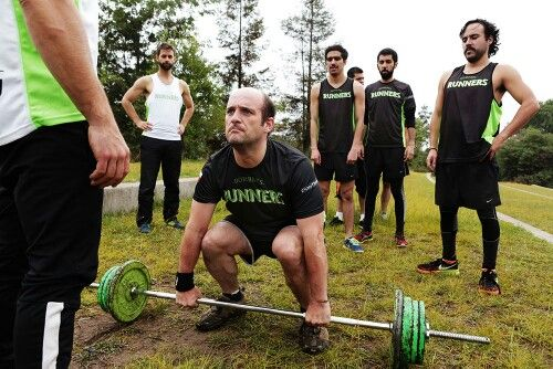 Entrenamientos funcionales incorporando ejercicios de pesas, yoga, pilates, coordinacion, etc