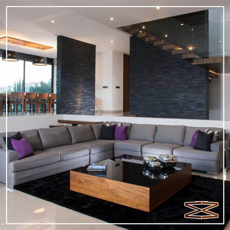 Sala gris muy moderna con unos cojines morados para dale for Decoracion de interiores guadalajara