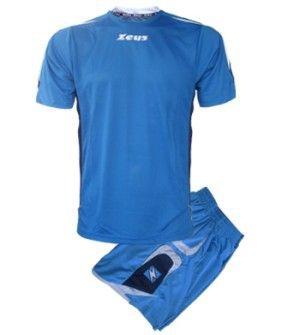 Királykék-Kék-Fehér Zeus Rangers Focimez Szett frissített szálú, kényelmes, elegáns, kopásálló, könnyen száradó, tartós, karcsúsított focimez szett. A Rangers fazoncsaládhoz tartózik még, szabadidő ruha, kabát is, tehát egy meggyőző, stílusos választás. A két első szín a domináns a szettben. Királykék-Kék-Fehér Zeus Rangers Focimez Szett 3 méretben és további 5 színkombinációban érhető el.