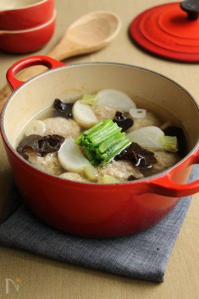 肉団子に入れたかつお節と玉ねぎの旨さと甘さがじんわりと白だしスープに溶け込んだ体ぽかぽかメニュー。肉団子はおかずにもお酒のおつまみにも。