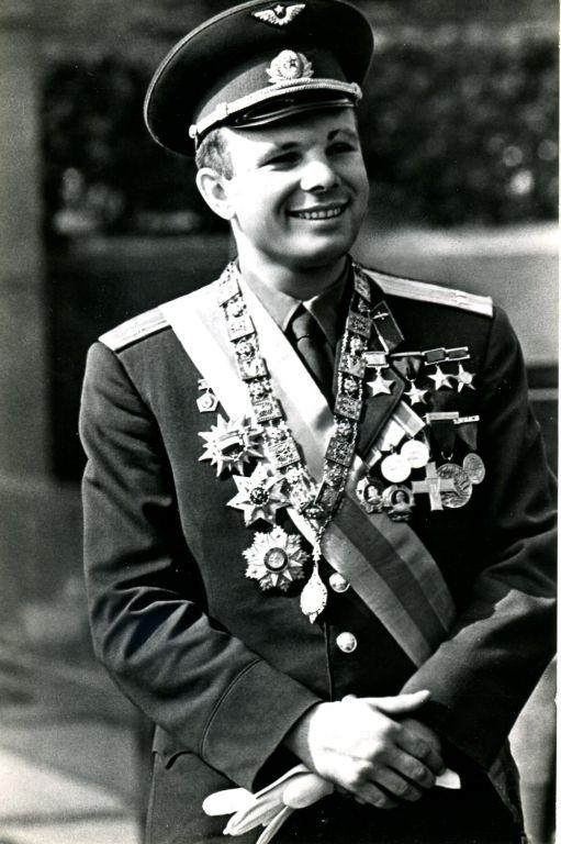 Ю. Гагарин. 20 фотооткрыток - антикварные предметы в магазине ДеПутти