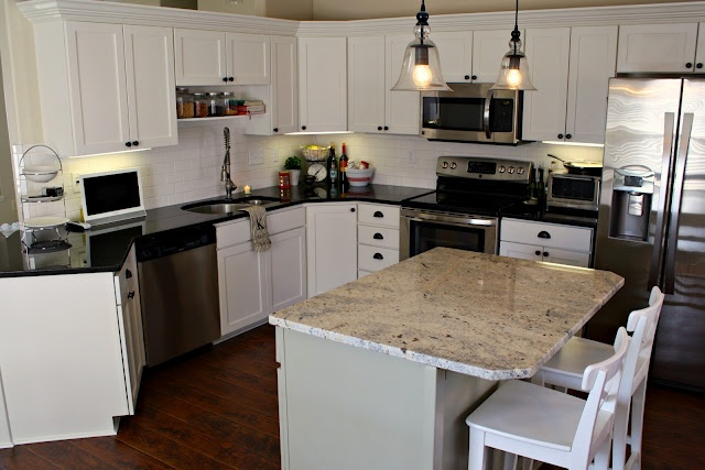 White paint for cabinets alabaster by sherwin williams for Alabaster kitchen cabinets