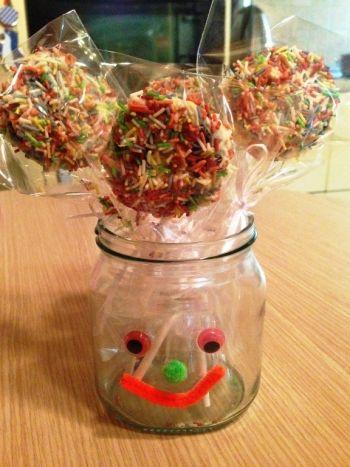 Η κόρη μου ήθελε να φτιάξουμε κάτι πολύ όμορφο για να κεράσει τις φίλες της. Τα παρακάτω σοκολατένια γλυφιτζούρια τις εντυπωσίασαν και εξαφανίστηκαν αμέσως. Η δι�...