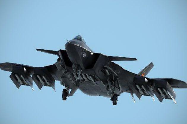 """La presentación con bombo y platillo de un avión de combate """"invisible"""" en China podría llevar a las otras potencias a tomar precauciones extras."""