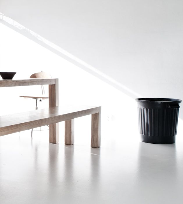 Via Annaleenas hem  wooden table + polished concrete flooring