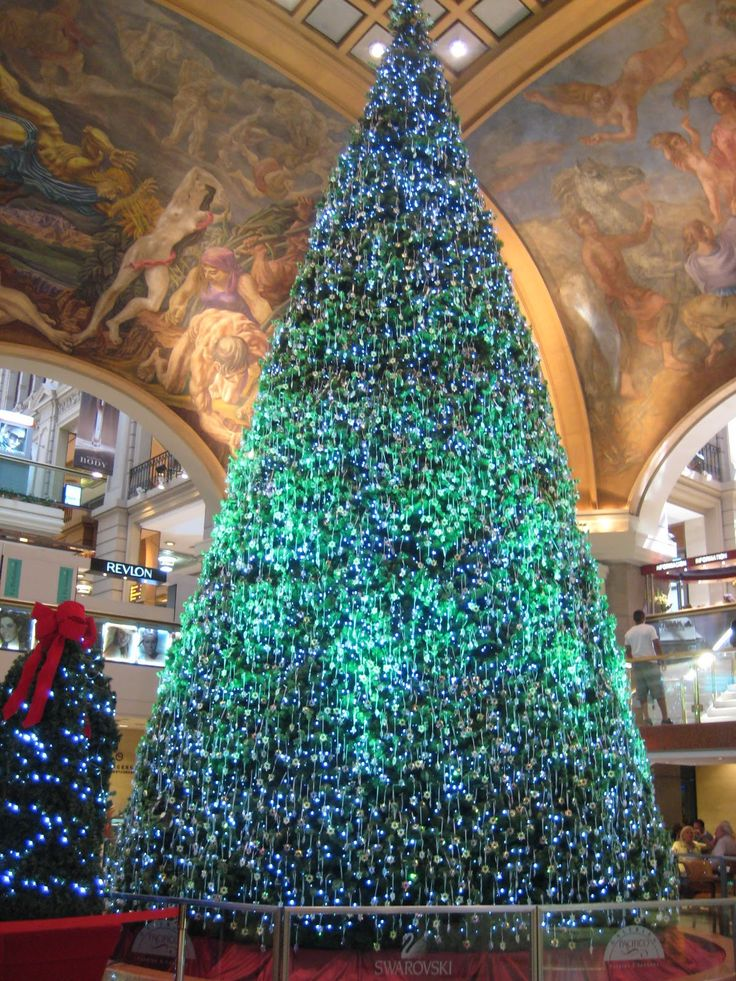 Swarovski Christmas Tree at Galerías Pacífico in Buenos Aires.