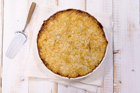 Toscakakku on mainio tarjottava myös gluteenittomana. Valmista leivinpaperilla vuorattuun irtopohjav...