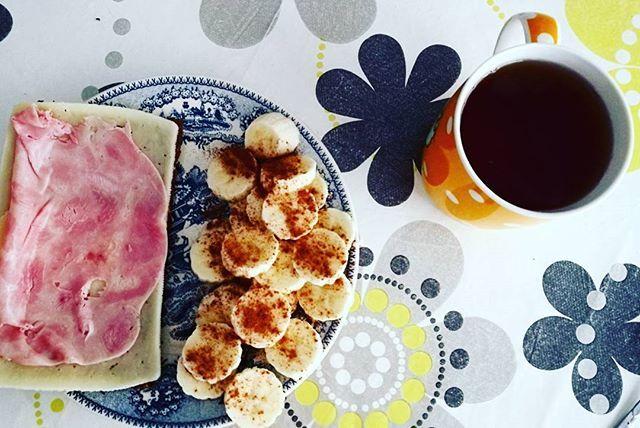 Reposting @missgranola: O pequeno-almoço de hoje não tem tanto glamour mas é delicioso. Pão alemão torrado com queijo magro e fiambre de aves a acompanhar de chá preto 😍🤤 #breakfast #fitness #fitfood #healthy #fit #healthyfood #healthyeating #breakfasttime #food #fitfam #foodporn #gym #eatclean #fitnessmotivation #health #cleaneating #motivation #instafood #healthyfoof #workout #breakfastlover #fitfoodie #healthyliving #healthylifestyle #fitlife #foodie #breakfastclub #fitspo…