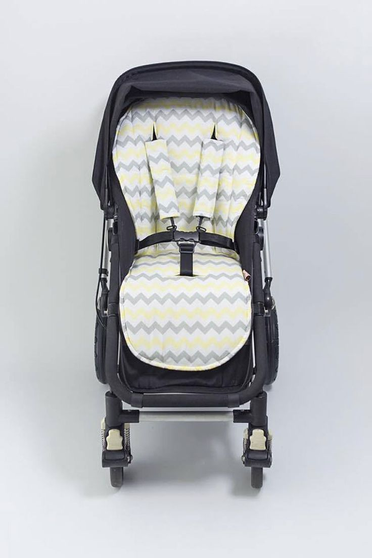 Keep baby's pram or stroller clean and pretty with the gorgeous Bambella universal pram liner. These regular sized and waterproof stroller liners are perfect for prams that have a 5-point safety harness.