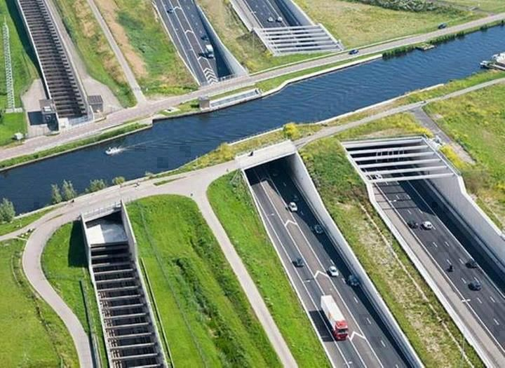 Underwater Highway - Aqueduct Ringvaart in Haarlemmermmeer,Netherlands