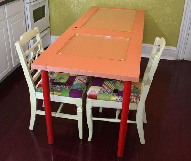 door to table plus patchwork chairsRecycle Doors, Diy Furniture, Diy Tables, Dining Room Tables, Doors Tables, Old Doors, Diy Post, Diy Projects, Dining Tables