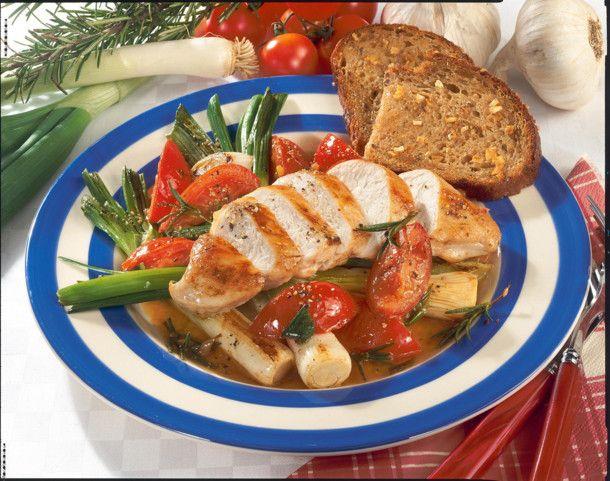 Unser beliebtes Rezept für Hähnchenfilet mit geschmorten Tomaten und Lauchzwiebeln und mehr als 55.000 weitere kostenlose Rezepte auf LECKER.de.