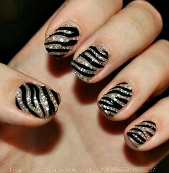 Siver and black nails..uñas negras y plateado.short nails. Uñas cortas
