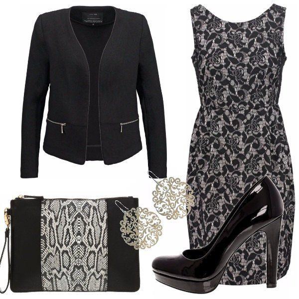 Abito in pizzo con giacca corta, scarpe nere lucide con plateau e per concludere l'outfit, pochette e orecchini argento. Uno stile classico e raffinato.