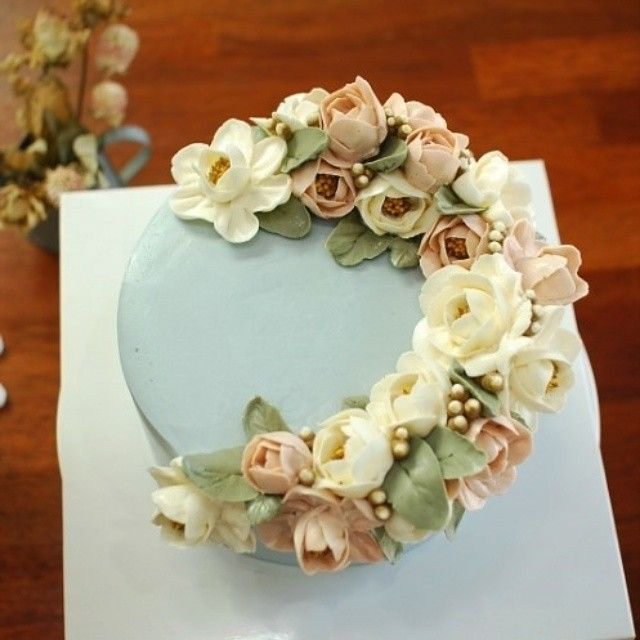Cake Decorating Natural Flowers : 141 best images about Korean Buttercream flower on ...