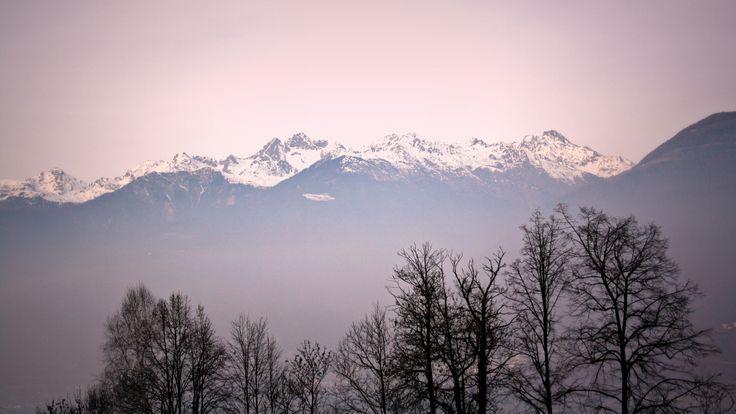 Gruppo di #Rohn (#Alpi Retiche) in un'insolita luce rosata.