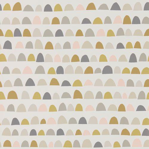 Sött tapetmönster i form av små kullar i rosa, grått & senapsgult från kollektionen Levande 111299. Klicka för att se fler fina tapeter till barnrummet!
