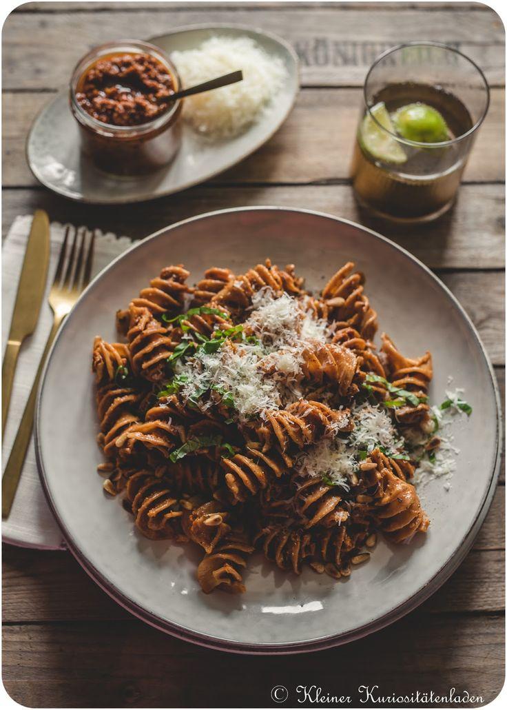 Geröstete Pasta mit Pesto Rosso