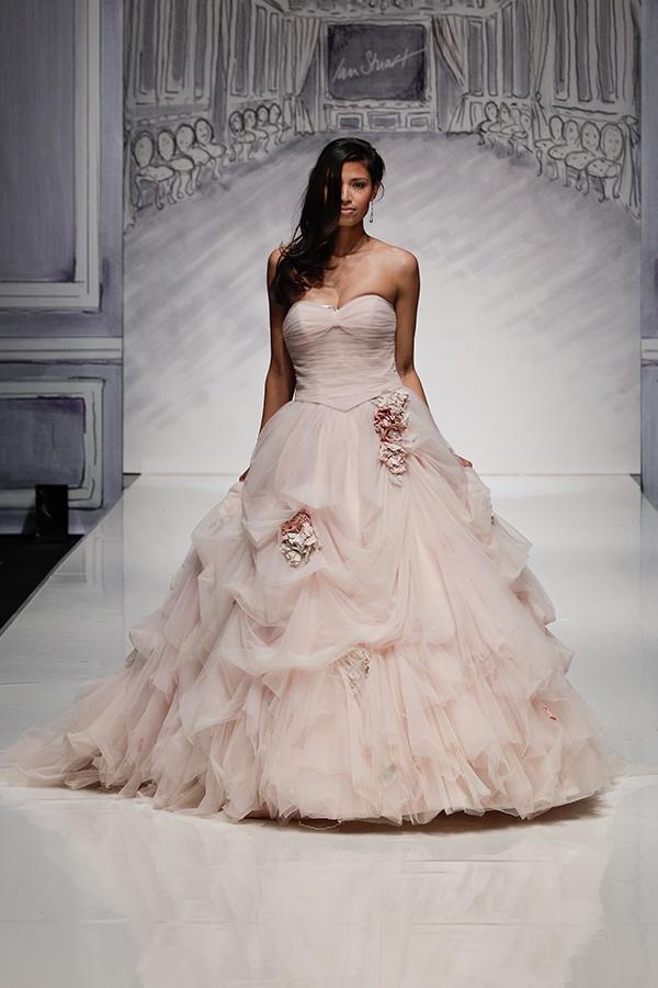Desfile de vestidos de noiva de Ian Stuart 2014.