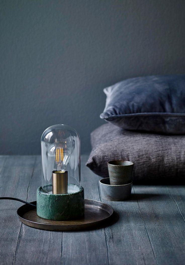 Lámpara de mesa en marmol y cristal