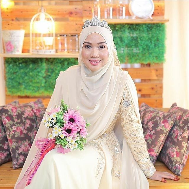 #syaribrides #syaribridesinspiration #syariwedding #weddingsyari #inspirasiweddingsyari #muslimwedding #muslimbride #muslimbrides #chestcoveringhijab #weddingideas #weddinginspiration #weddingdress #muslimbridal #malaysianwedding #indonesianwedding #makeuphijab #pengantinsyari #bajusyari #weddingday #muslimweddingideas #halalcouple #hijabwedding #weddinghijab #halalcouple #akadnikah #kebayawedding #wedding #weddingplanner #walimah #muslimbridal