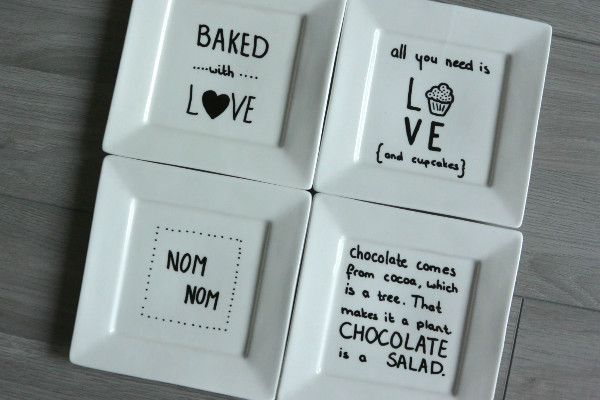 simple thoughts gebaksbordjes versieren met quotes. DIY. All you need is love (and cupcakes)