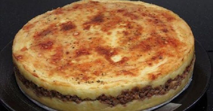 Zemiaky ako príloha k mäsu nie je nič nezvyčajné. Čo ale, ak sa tieto dve ingrediencie spoja dohromady? Vyskúšajte si aj vy pripraviť tento skvelý a rýchly recept so zapekanými zemiakmi a mletým mäsom. Nakŕmite celú rodinu! Ingrediencie 1 kg zemiakov 1 cibuľa 400 g hovädzieho mäsa 25 g masla 5PL smotany Soľ a korenie podľa chuti Postup: Mäso si