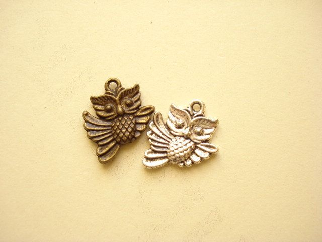 20pcs (2 colour) Owl Charm Pendant Antiqued Bronze and Silver Tone  20x17mm B333(2) by yooounique on Etsy