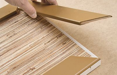 armoires recouvertes de papier peint