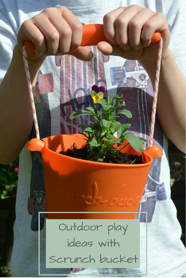 Reviewing the foldable, multi-purpose scrunch bucket for children, plus lots of ideas for Summer outdoor play.