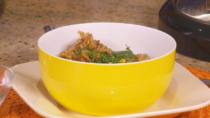 Chef Eric Theiss makes crowd pleasing southwestern beef and rice in minutes in the Power Pressure Cooker XL. Your family will keep asking for more with this simple recipe you can spice up or down!  http://www.powerpressurecooker.com www.facebook.com/fusionlifebrands www.twitter.com/fusionlifebrand