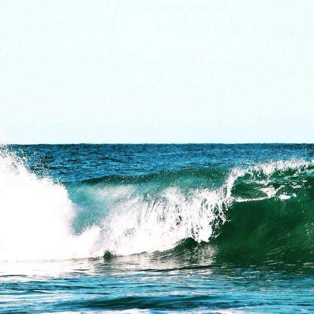 In need of a refreshing break? #takeabreak #bythesea #eastcoasttasmania #MalibuontheBeachTas  #wavescrashing