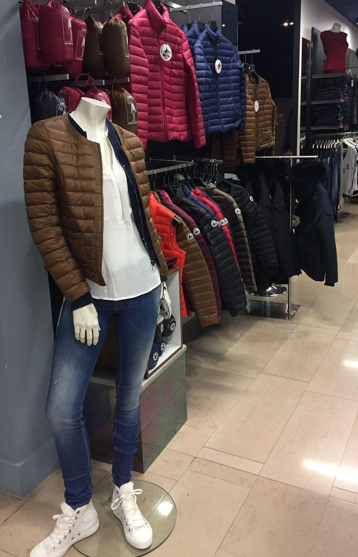 Découvrez notre look Femme composé d'un top SALSA, d'un jean SALSA, d'une veste VERO MODA, de chaussures CONVERSE et d'une doudoune JOTT. Rendez-vous chez Parano à Reims