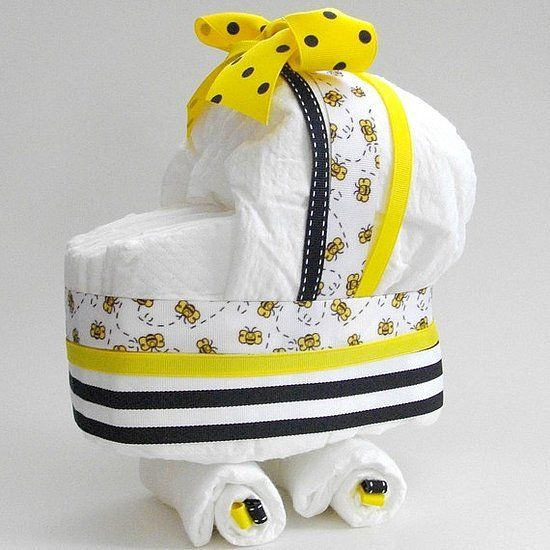 ベビーの出産祝いにかわいいおむつケーキの贈り物